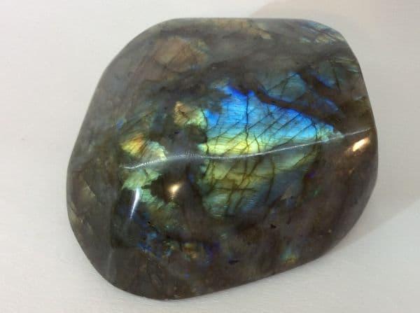 Магия камней: лабрадор