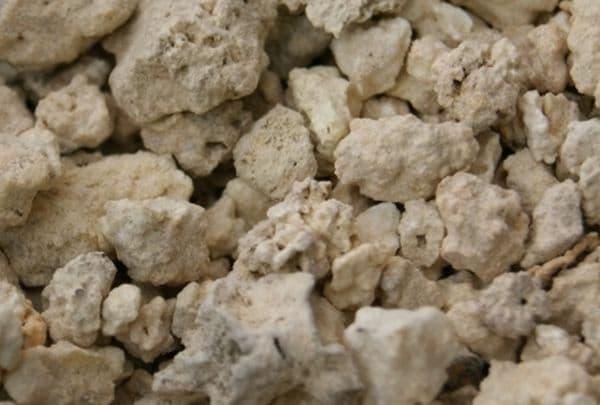 Народное лечение травами: каменное масло